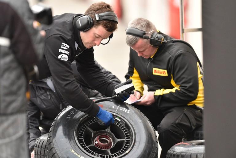A Pirelli július végén gurulna először pályára a 2017-es abroncsokkal!