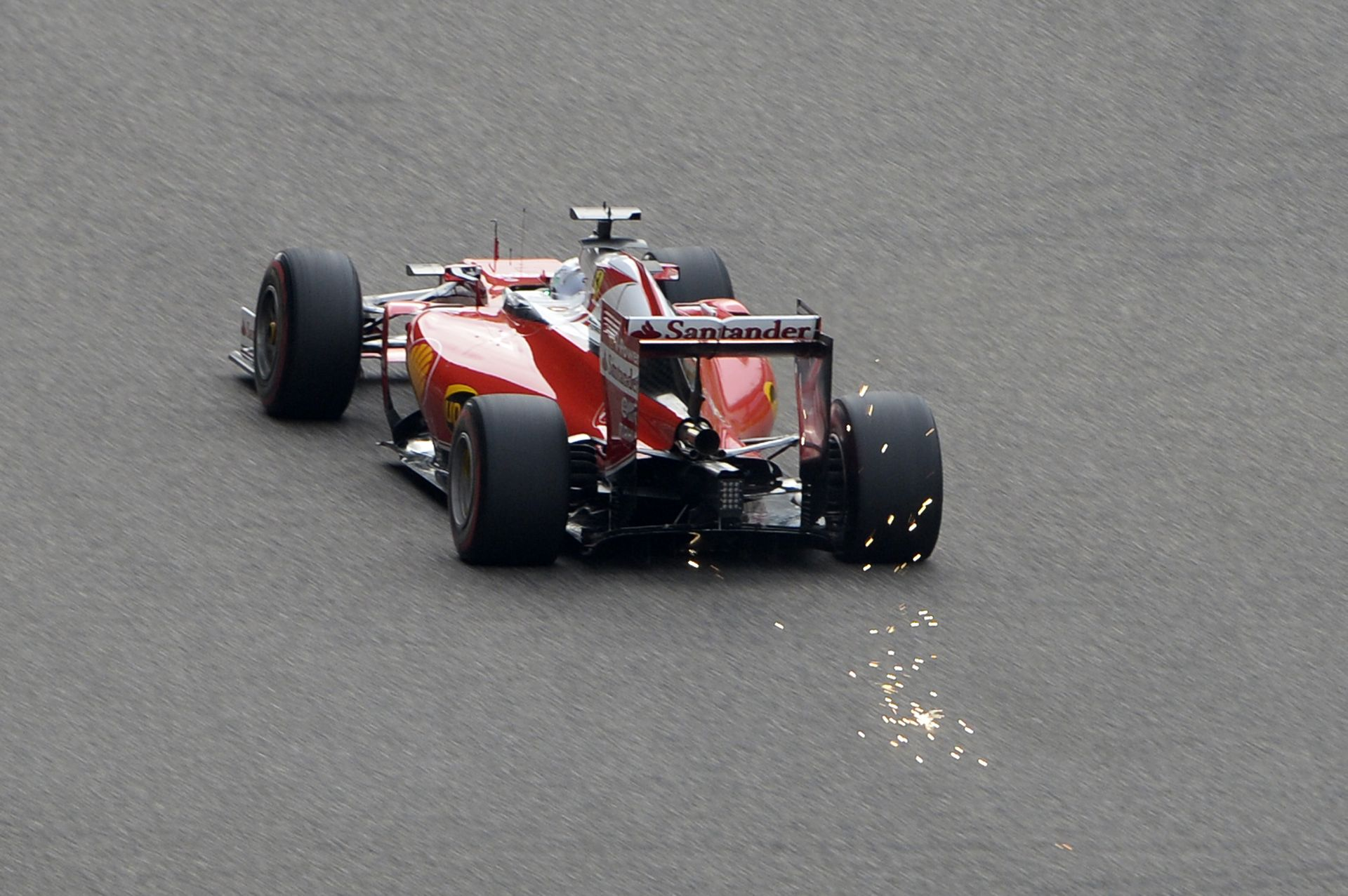 Sanghaj, 14-es kanyar: Räikkönen vs Vettel vs Rosberg