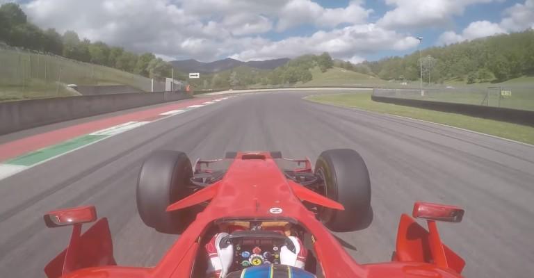 Ez egészen hihetetlen F1-es élmény: 8 éves Ferrarival Mugellóban