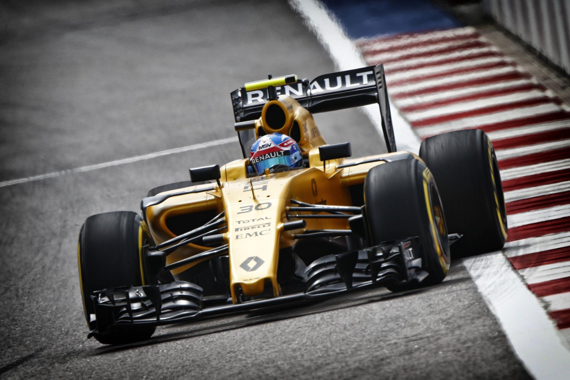 A Renault lassú, de megbízható Szocsiban: 127 kört mentek pénteken!