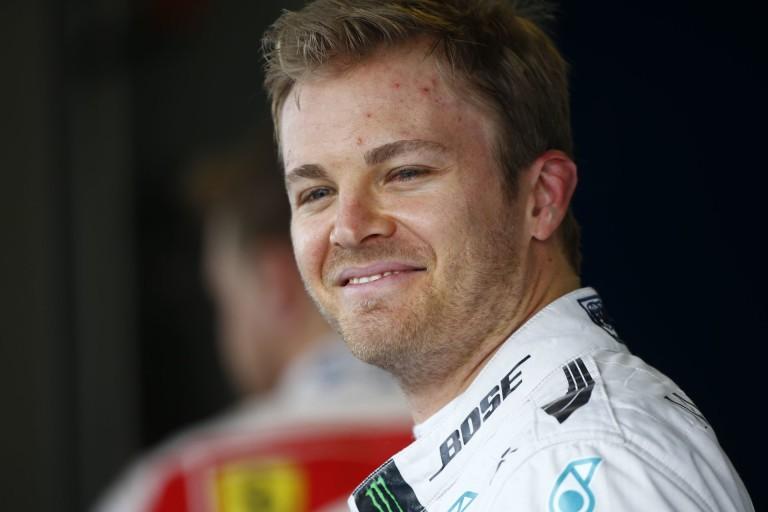 Rosberg magányosan az élen: számítottak rá, hogy most messzire lesz a Ferrari