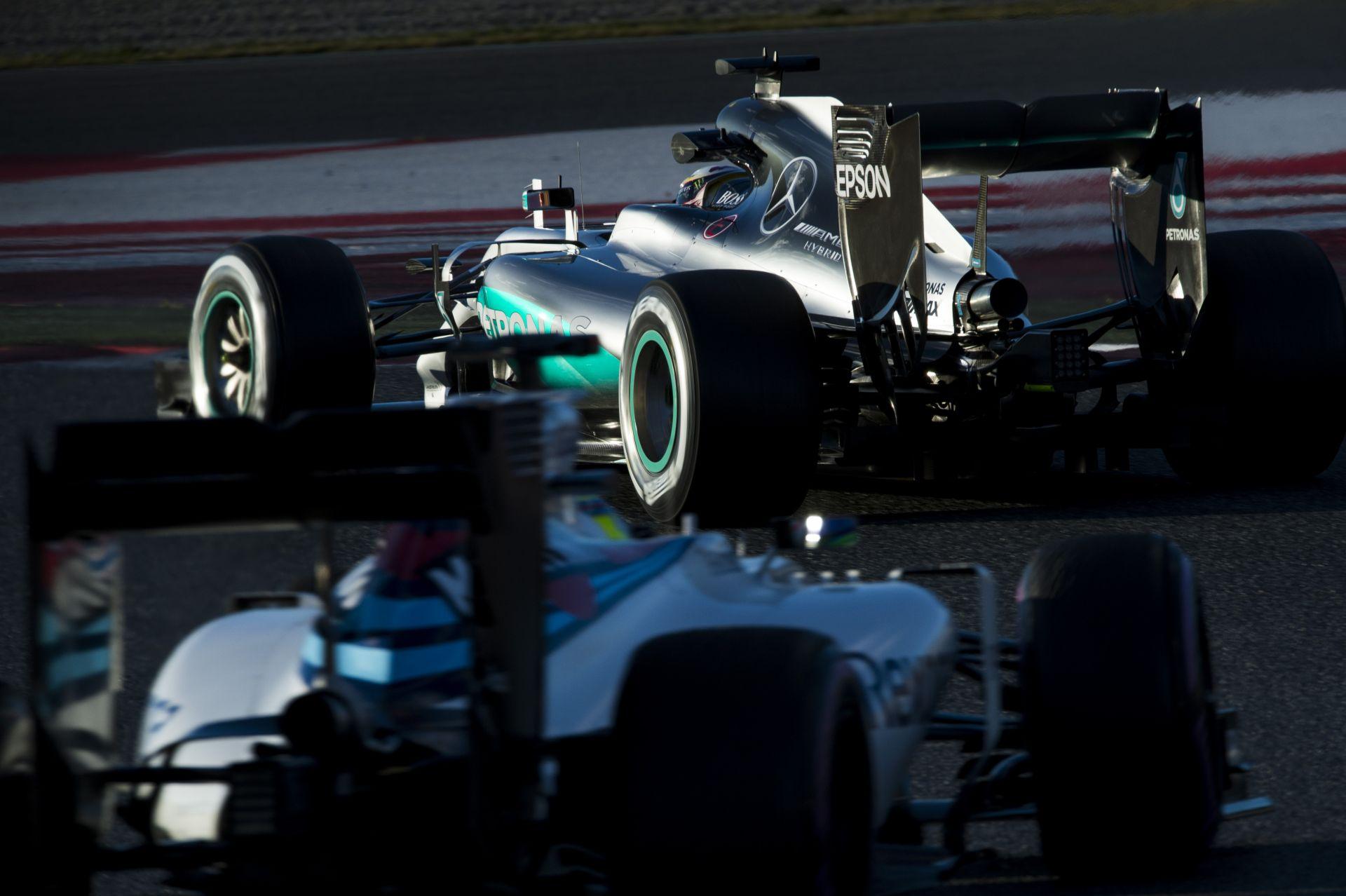A Mercedes beáldozza magát, hogy jobb legyen a többieknek?!