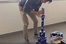 LOL: Verstappen és Sainz Red Bull dobozokból épített felhőkarcolót