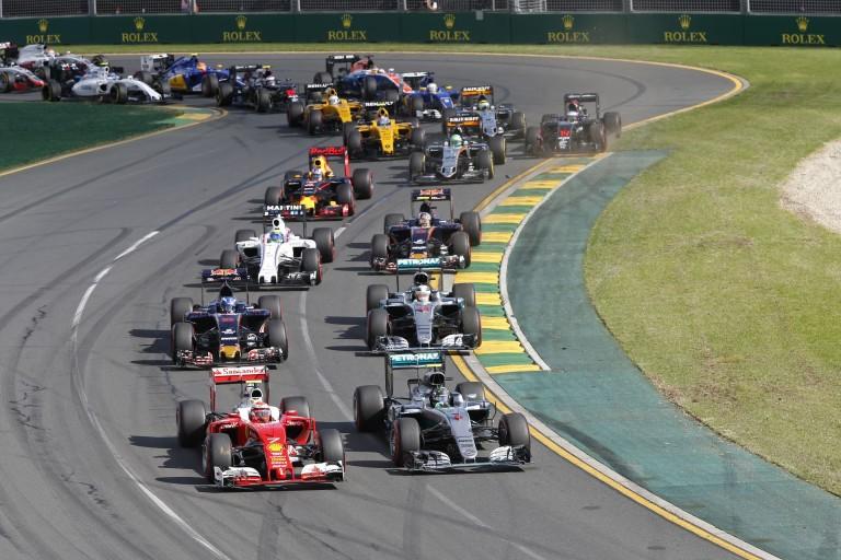 Rosberg élvezi a Hamilton és Vettel ellen folyó küzdelmet