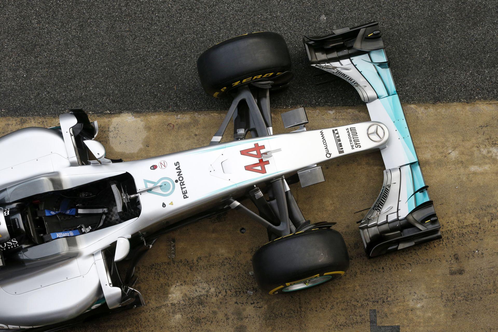 Röfögő Ferrari, krákogó McLaren, droid Mercedes: felvételek Barcelonából az F1-es tesztről
