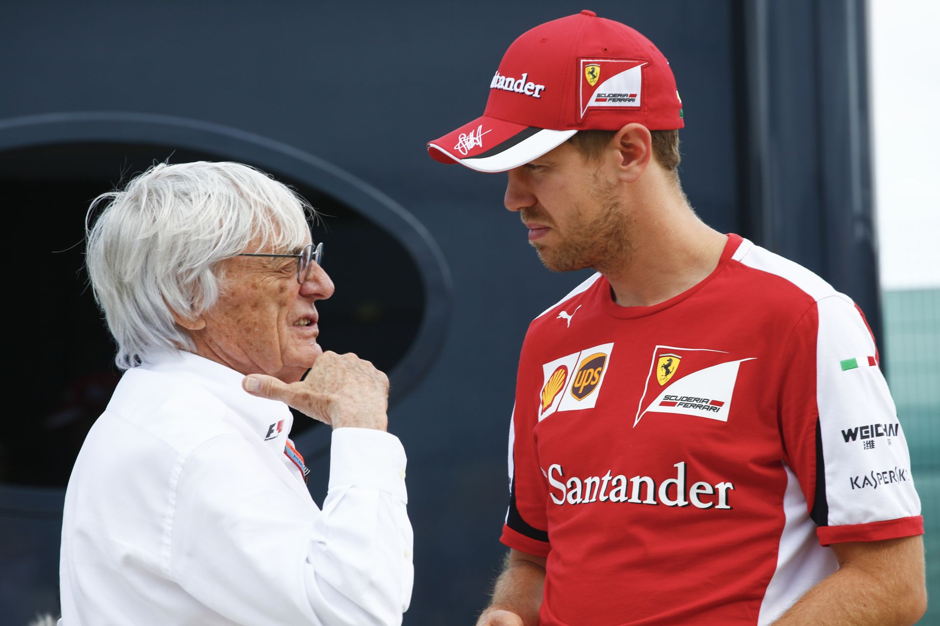 Mr. E magyarázkodik - Vettel szerint pedig nem kellett volna aggasztó kijelentéseket tenni