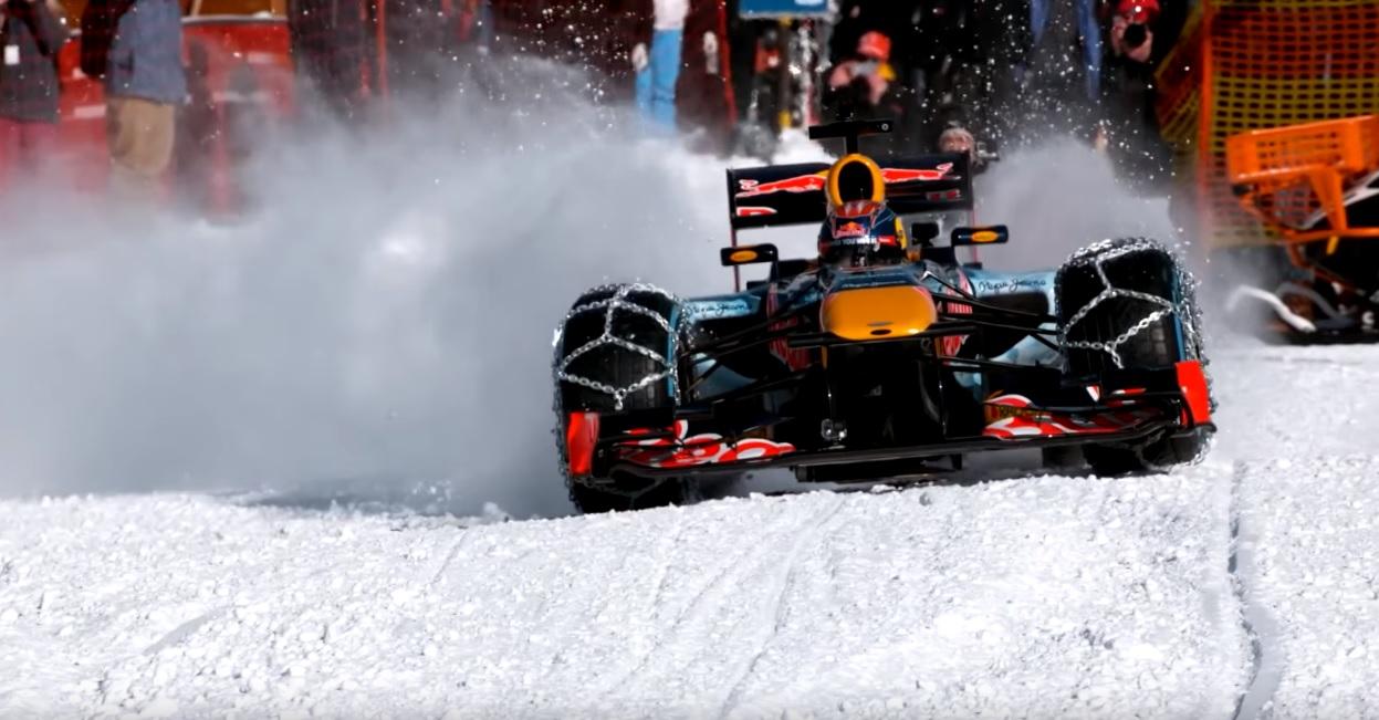 4 perces hivatalos videó, ahogy Verstappen rakja neki az F1-es Red Bullt a hóban és a jégen