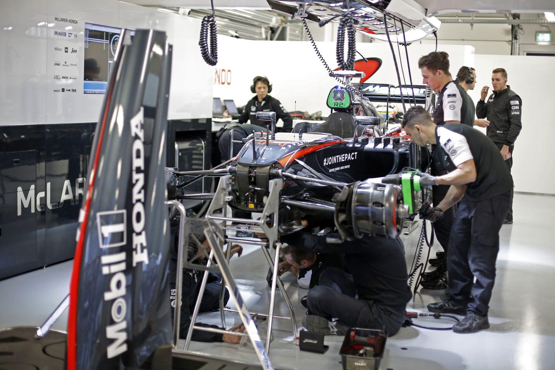 A McLaren-Hondának karácsonykor is keményen dolgoznia kellett egy nem várt probléma miatt