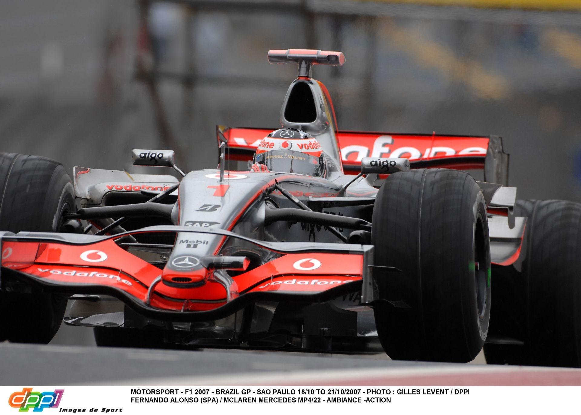Jön a brazil pálya, ahol már két címet is elbukott Alonso