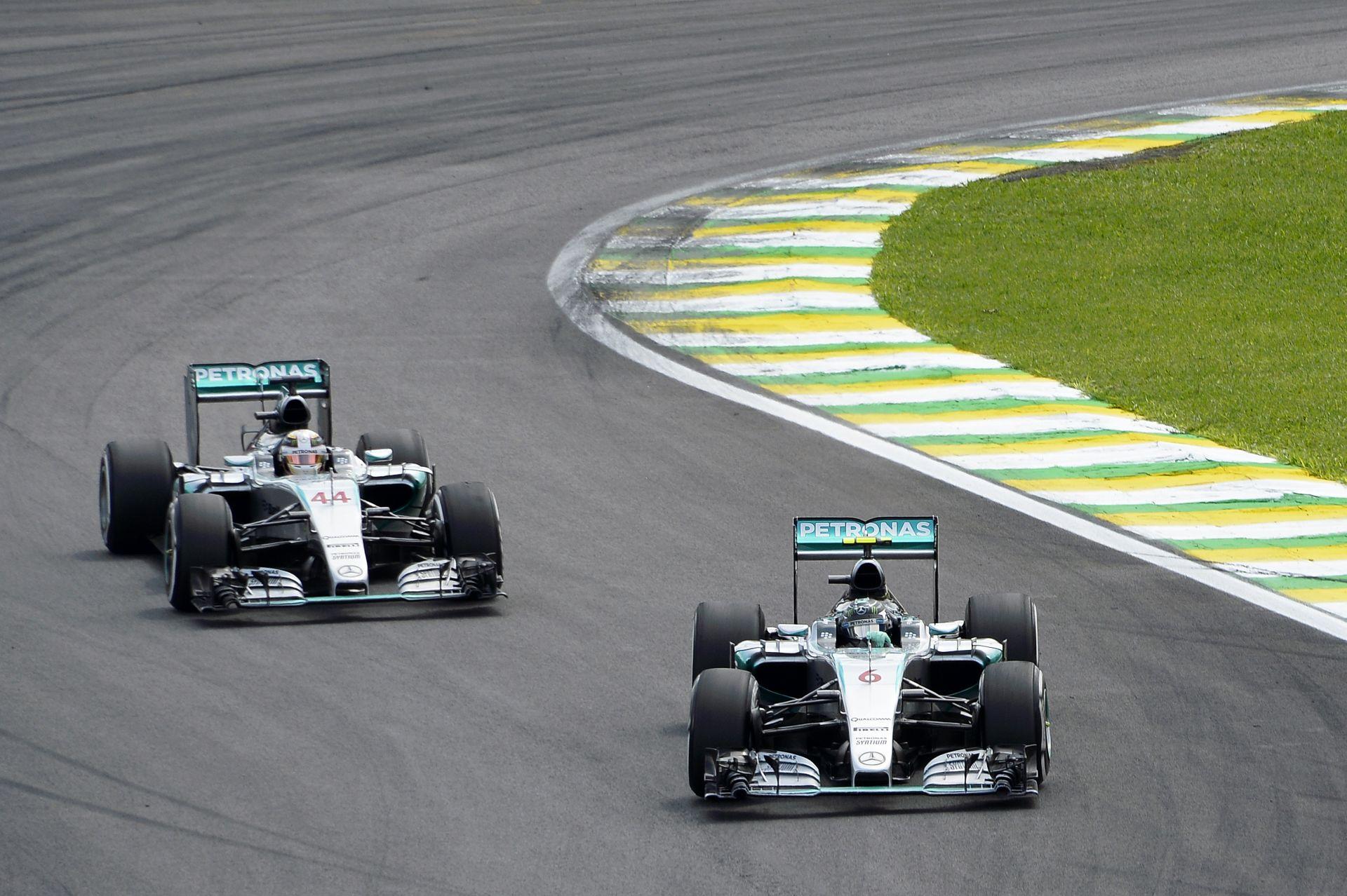 Damon Hill nem érti, hogy a Mercedes miért nem engedte a két különböző stratégiát!