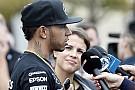 Hoppá! Megvan Hamilton csajozós titka! A brit bajnok elszólta magát!