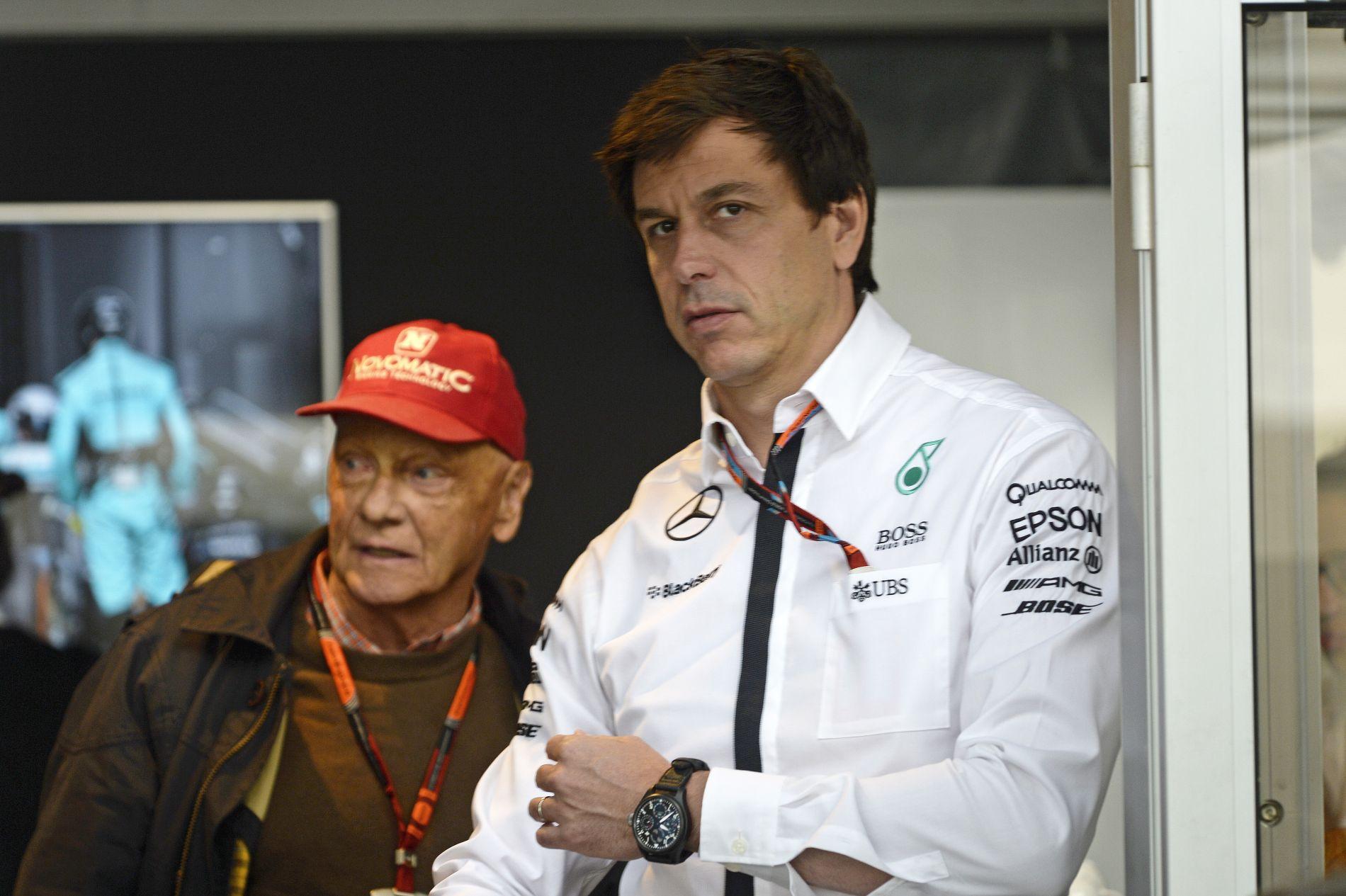 Toto Wolff dönt arról, kaphat-e Mercedes-motort a Red Bull