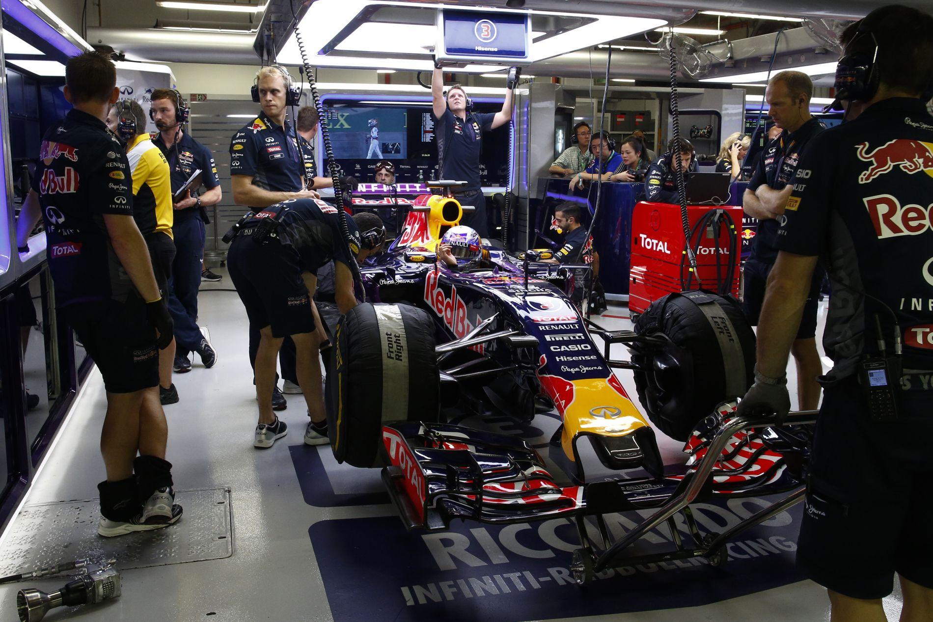 A helyzet reménytelen, de nem komoly: a Mercedes sem akarja, hogy kiszálljon a Red Bull