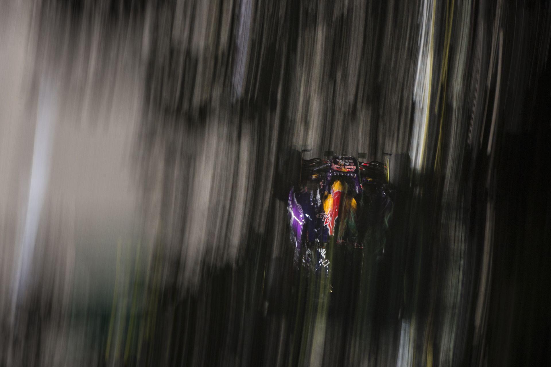 Egészen közel a falakhoz: Ricciardo Szingapúrban a Red Bullal