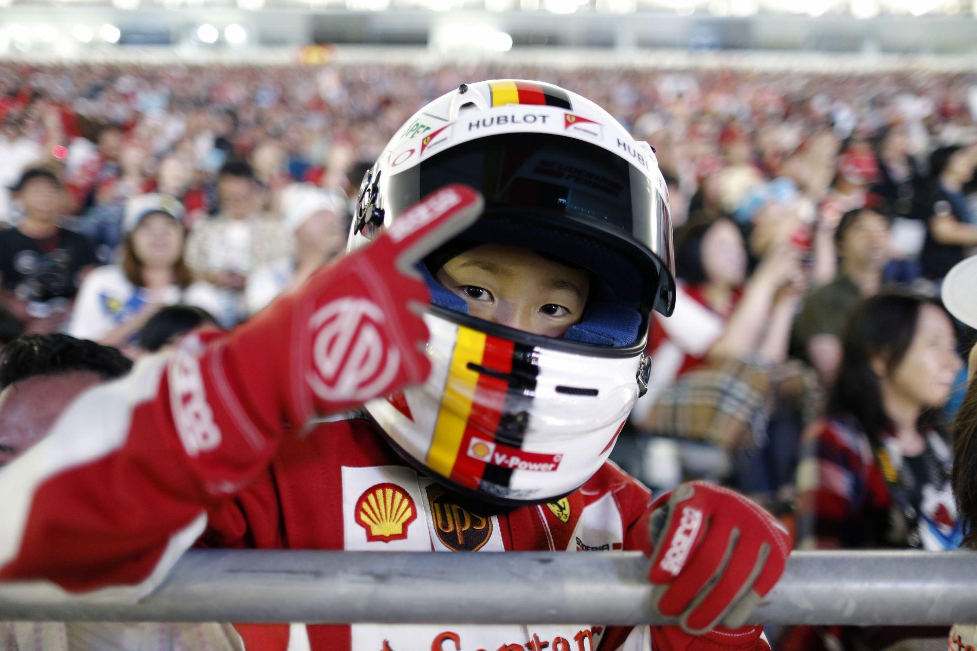 """Vettel elemében volt a sajtótájékoztatón: """"Mosolyogj Nico, vicc volt!"""""""