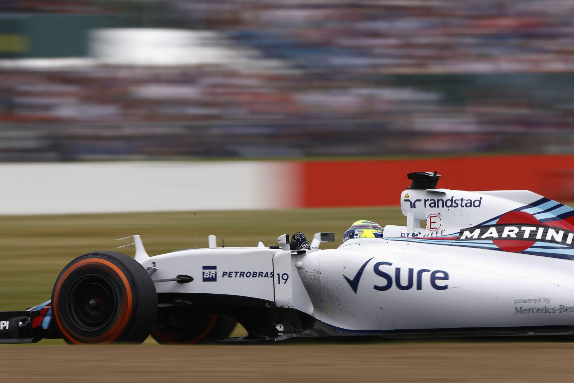 Amatőr felvételen, ahogy Massa hirtelen megjelenik az élen a startnál: brazil RAKÉTA!