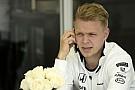 Kevin Magnussen a Forma-1 két legjobb pilótájától tanulhat a McLarennél!