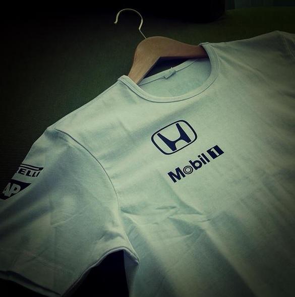 Abu Dhabiban már a McLaren-Honda tesztel: Pólók, feliratok, minden, ami Honda!