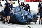 Videón Ricciardo és Kobayashi autótörése Suzukából: A gumifal lett a végállomás