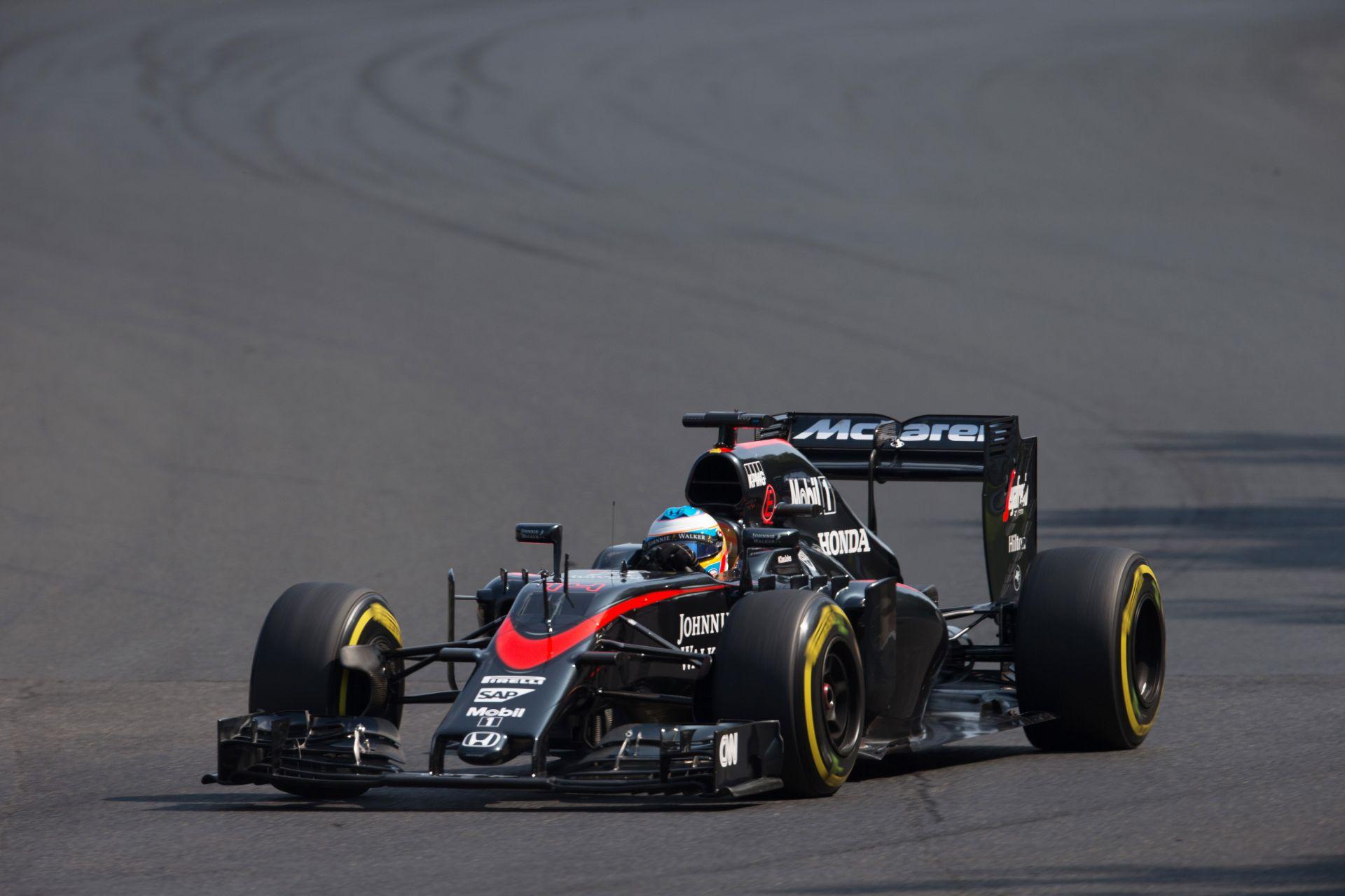 Alonso tévedett - hogy is van ez az autótologatás?