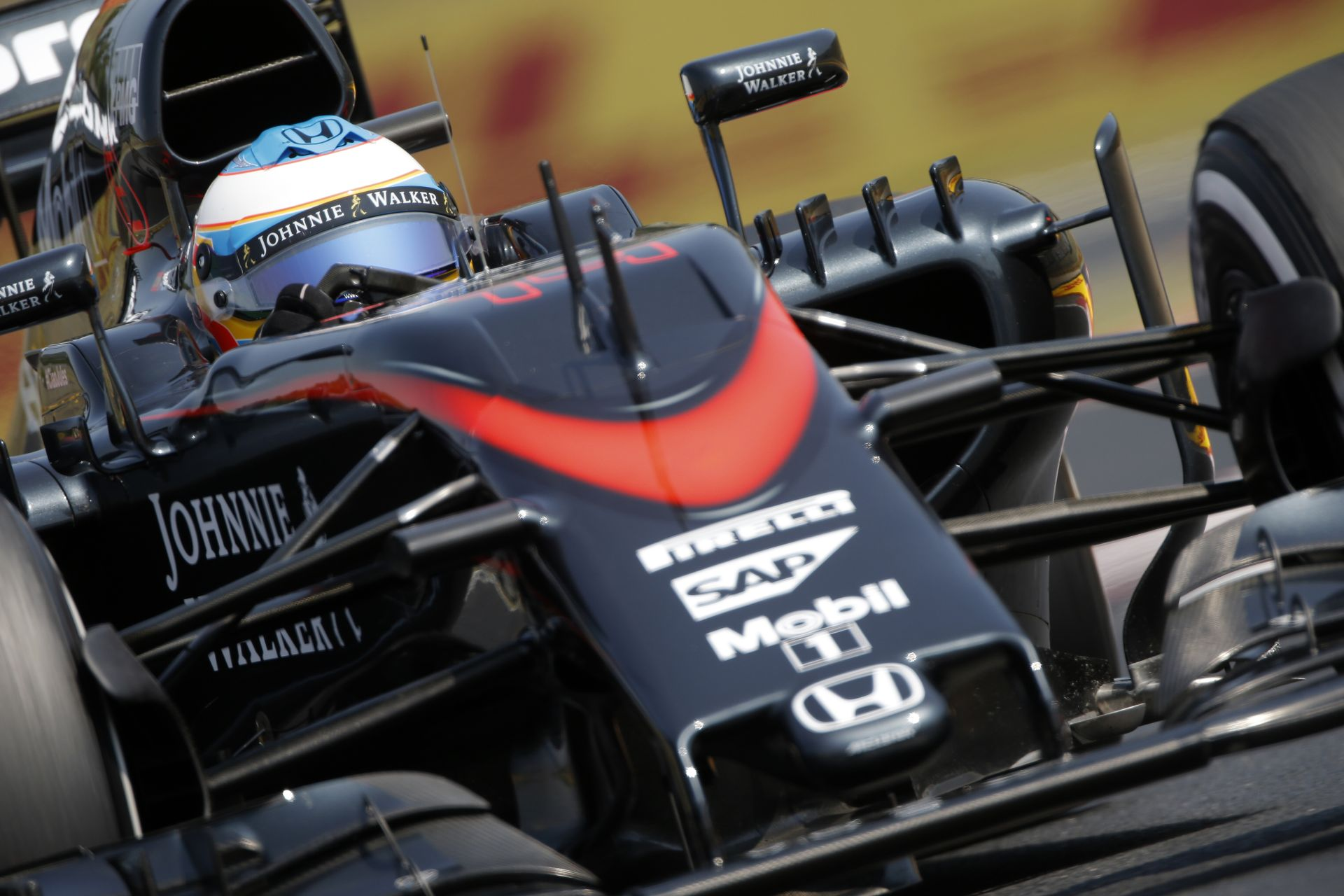 Szerencsétlen Alonso vért izzadt a semmiért: Videón a jelenet a Hungaroringről