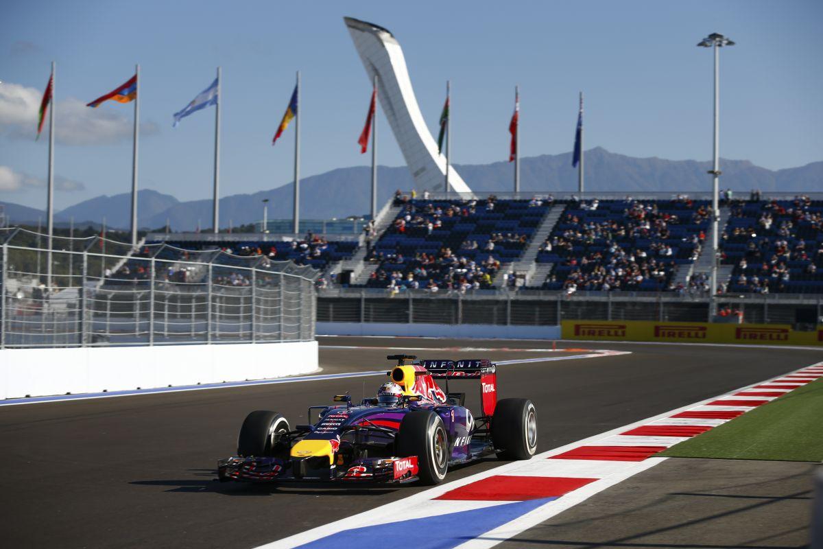 Vettel szerint nem a RBR-nek építették az orosz pályát, Ricciardo kicsit zavarban van
