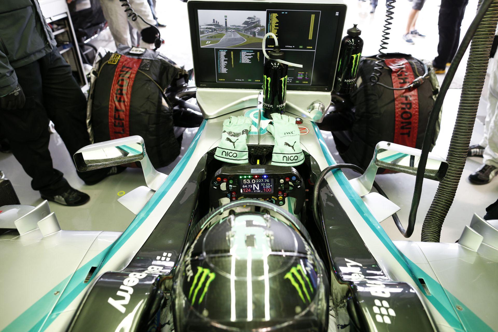 Rosberg sokat kapott Hamiltontól Szocsiban, de nem aggódik emiatt: Egy teljesen más Mercedesszel tesztelt