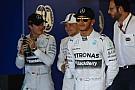 Hamilton örül a történelmi győzelemnek, míg Rosberg bánkódik a hibája miatt! Bottas pedig Bottas!