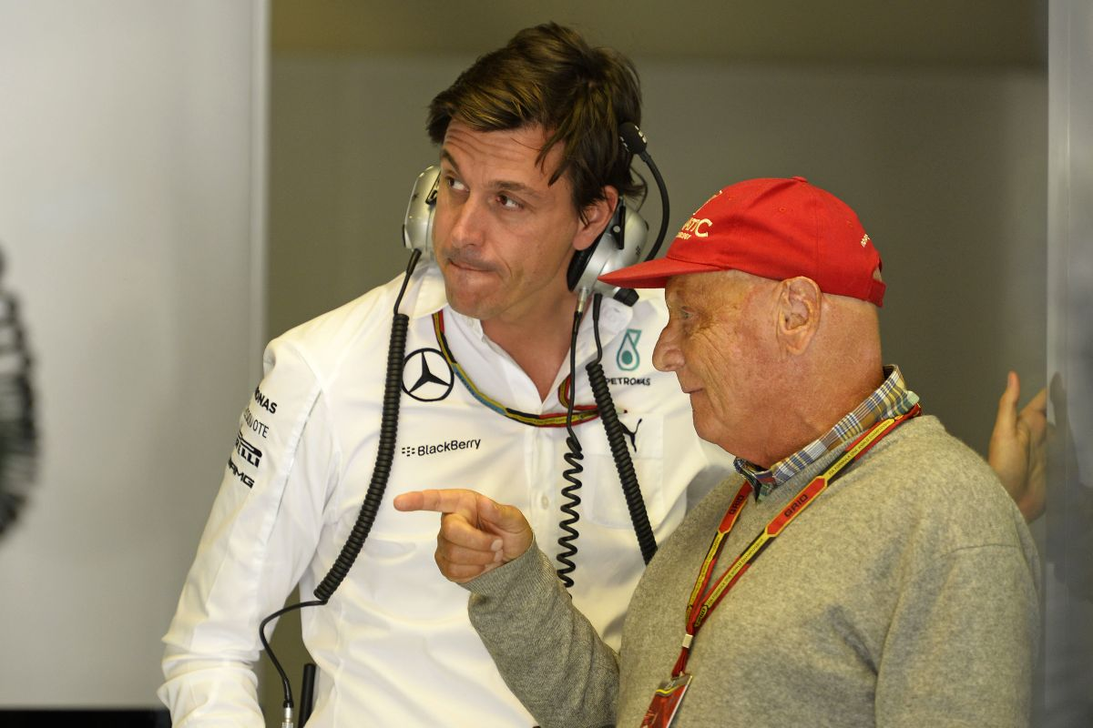 Csak a paranoiások gondolják, hogy a Mercedes utasította Rosberget - igaz, meglepő a két hiba
