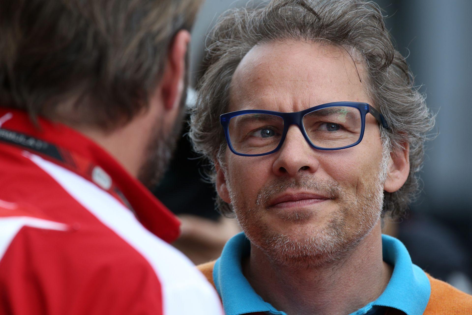 Villeneuve: A Forma-1-be nem kellenek szigorú szabályok!