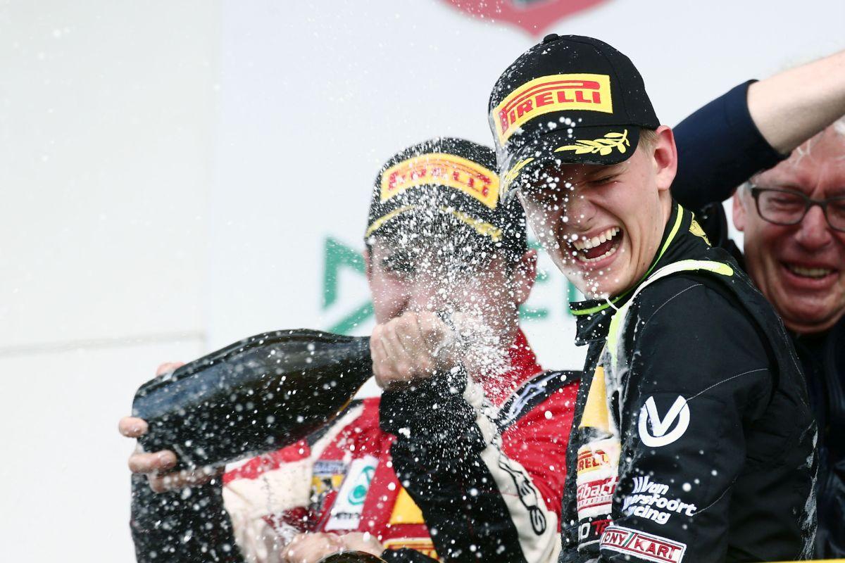 Michael Schumacher állapota fokozatosan javul - most a fia tartja lázban a világot