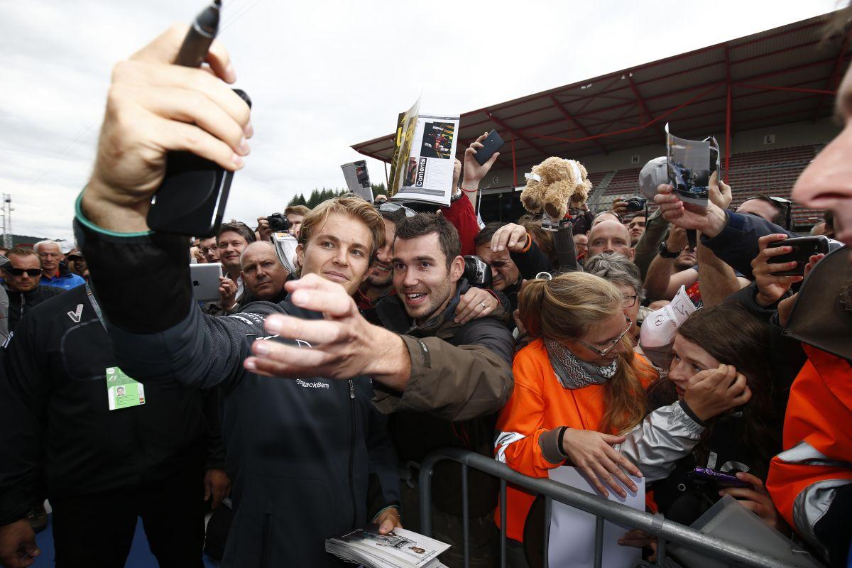 Balhés visszatérés a nyári szünet után: montázson a Belga GP hétvégéje