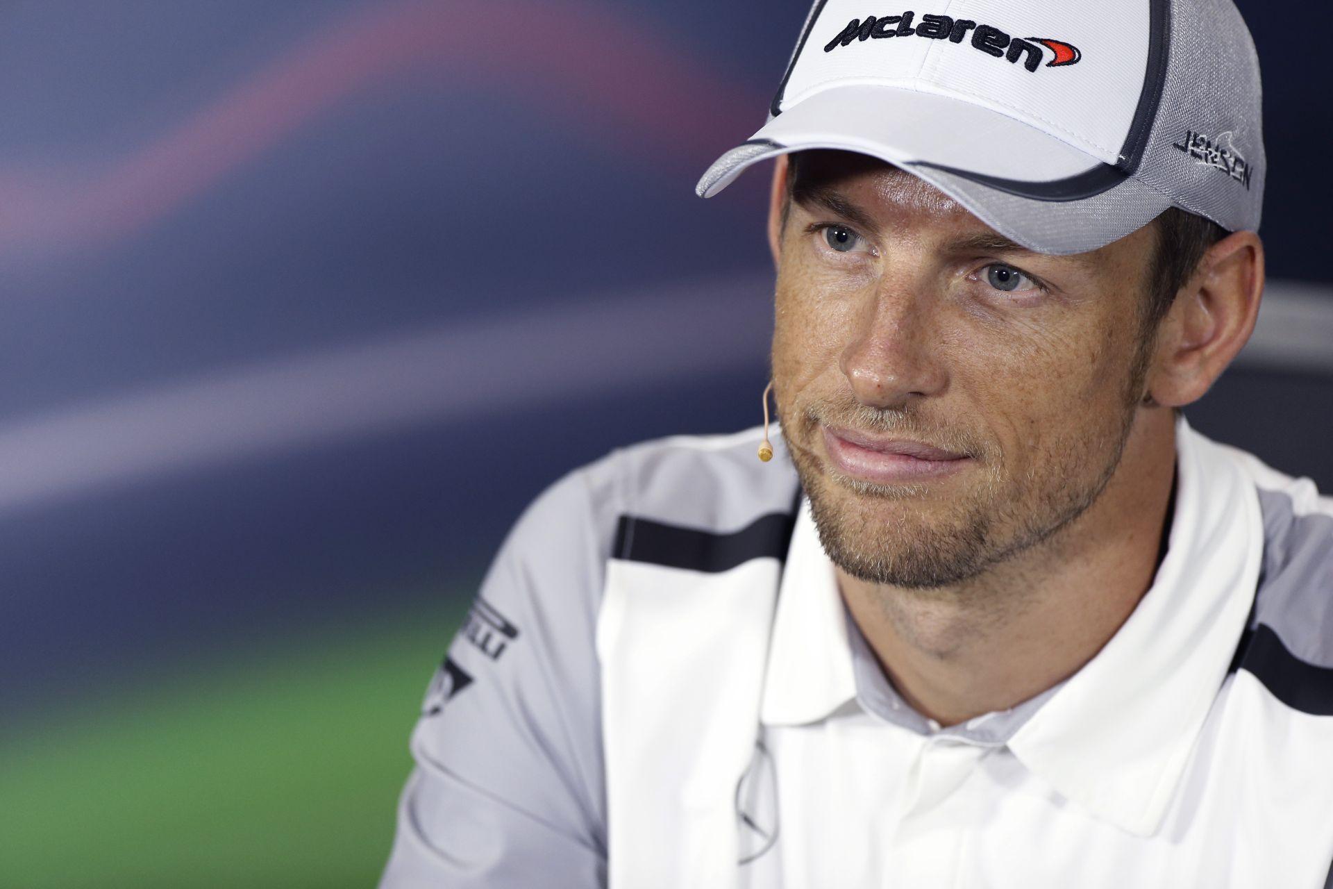 Button nem akar visszavonulni, de nem zárja ki a lehetőséget