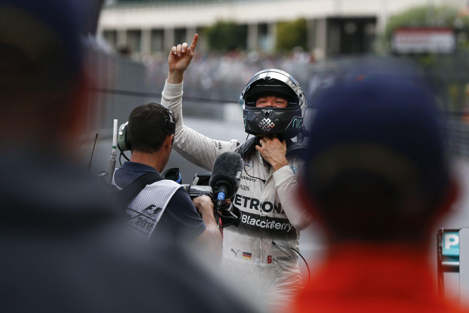 """Rosberg hirtelen az élre állt: """"Mi a fene folyik itt?!"""""""