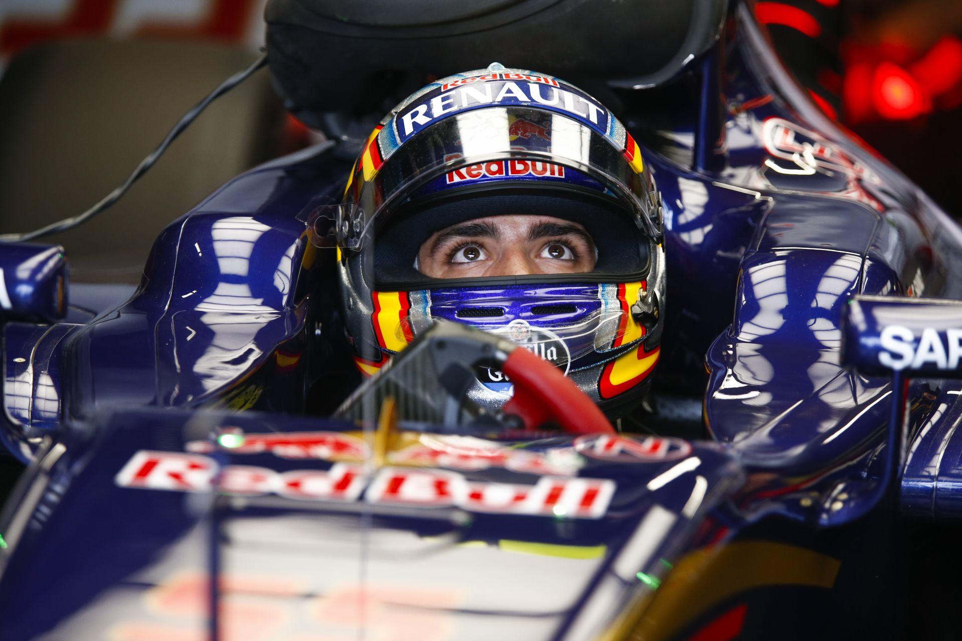 Vajon a Forma-1-es autóban ülve mi jár Carlos Sainz fejében?