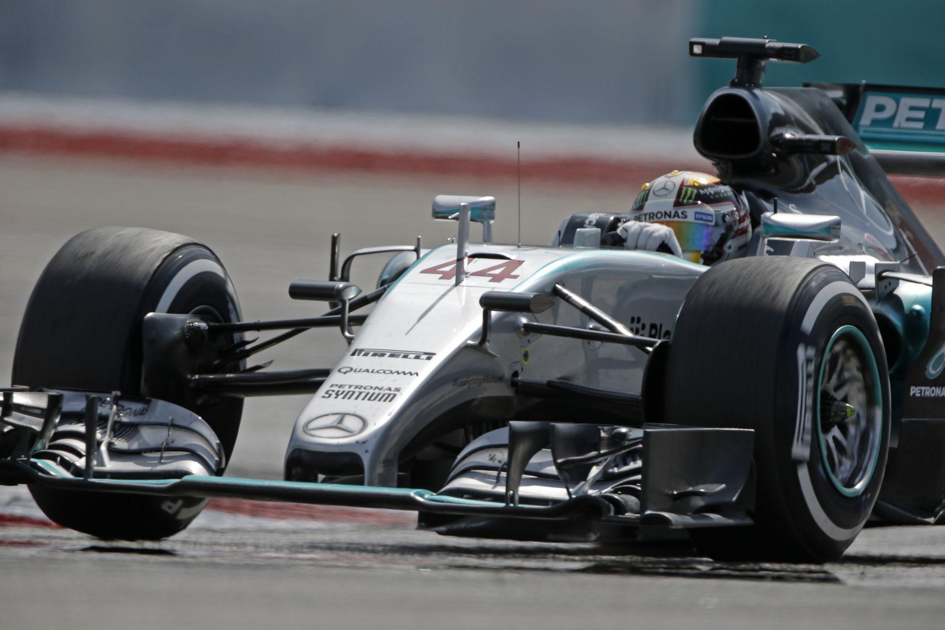 Hamilton űridővel kezdett Kínában Rosberg és a két Ferrari előtt! A McLaren-Honda ott van a TOP-10 közelében