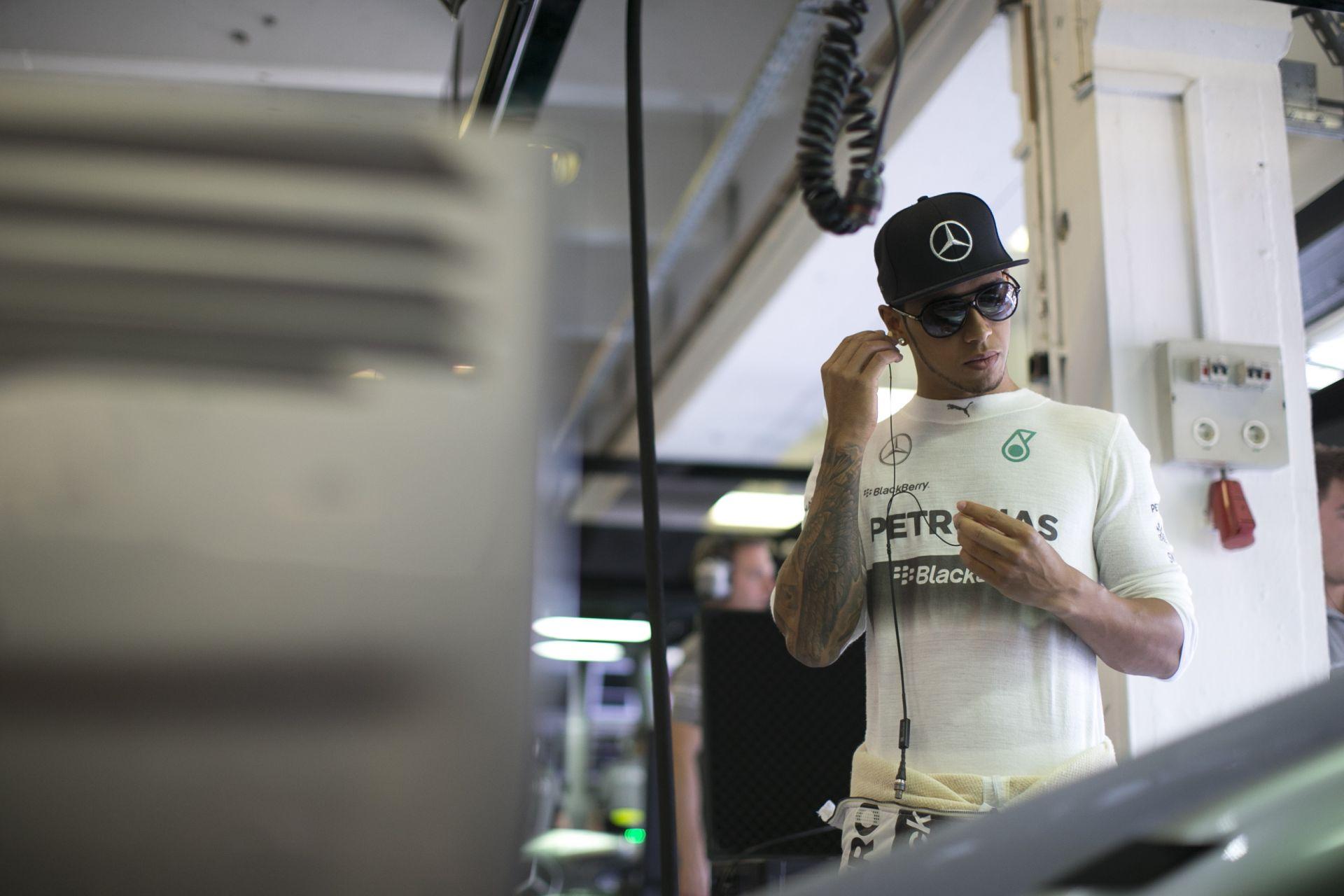 Lauda: Hamiltonnak miért kellett volna elengednie Rosberget? Jól tette!