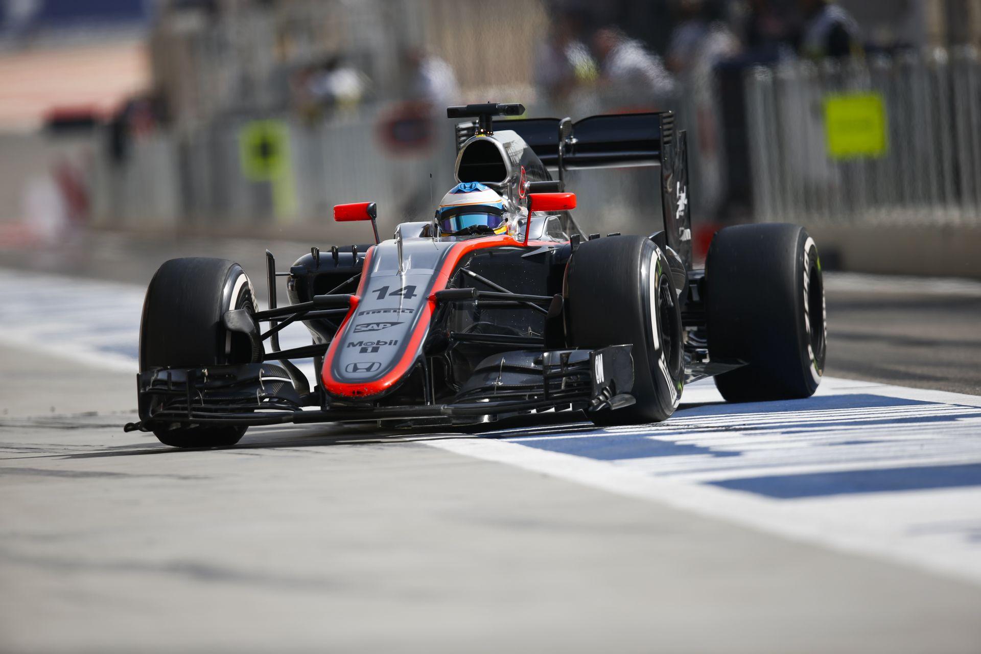 Bahrein: Alonso fedélzeti kamerás felvétele az időmérő edzésről a Mclarennel