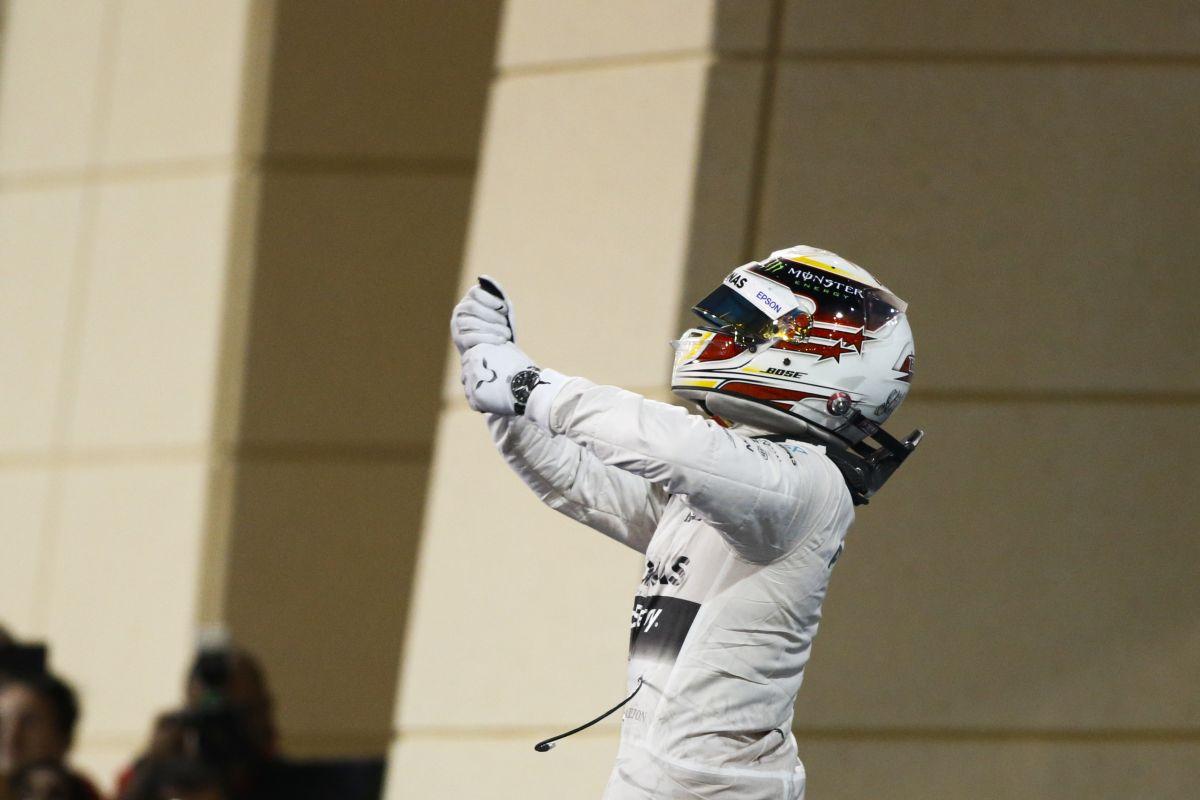 Hamiltont a zene rakja össze ennyire: arra gondolt futam közben, mennyire imádja az autóját