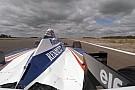 Újra mozgásban a legendás és világbajnok Williams FW18: Fedélzeti kamerás felvétel