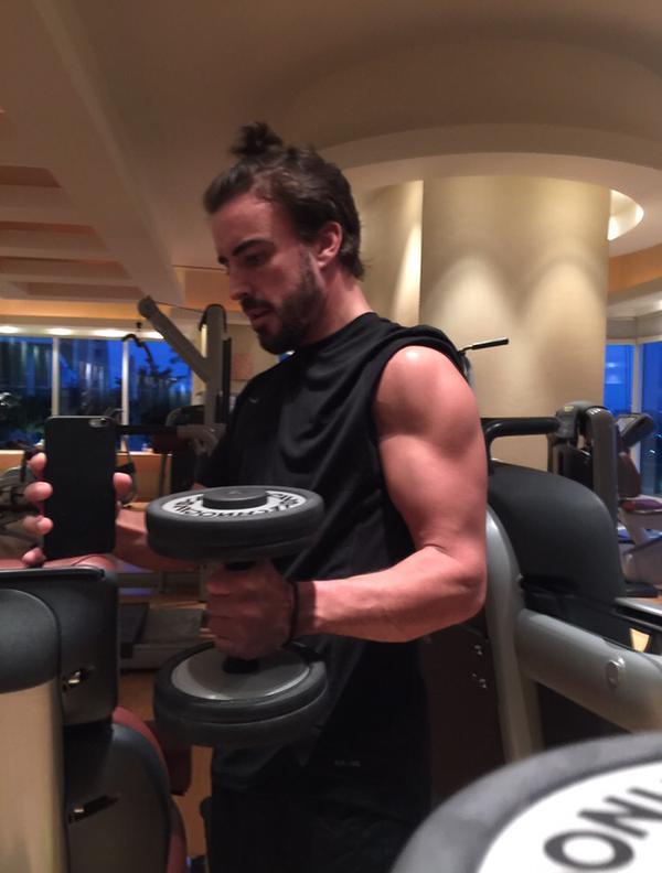 Alonso könyörtelenül edz! Ekkora karja van a spanyol világbajnoknak!