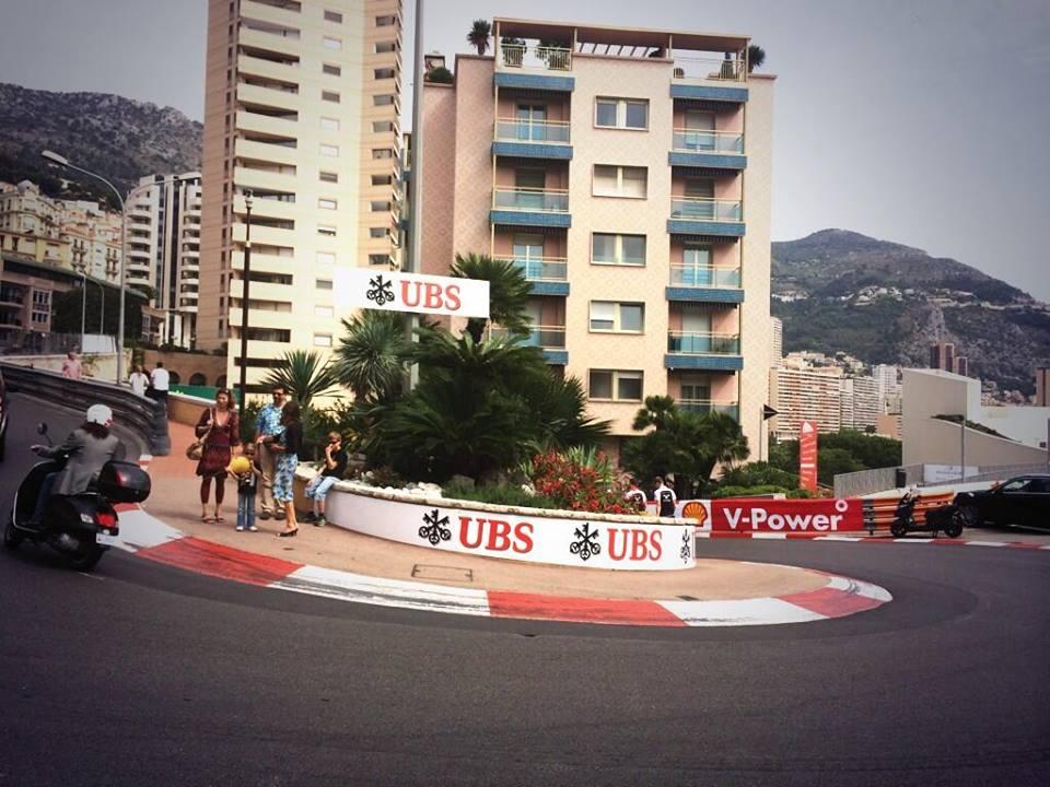 Pályabejárás Monacóban a Williamsszel: még babakocsi és busz van az utcákon
