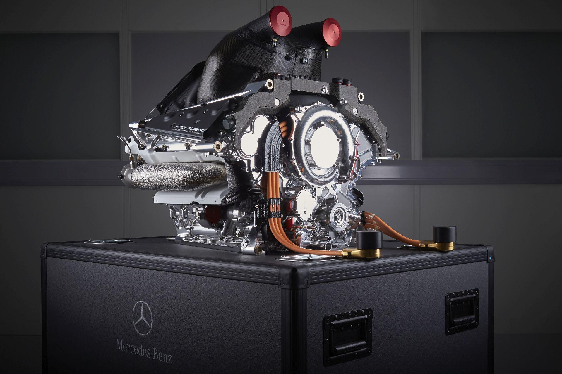 A Mercedes még nem tudja, mi legyen a zsetonokkal, közben üdv a Hondának