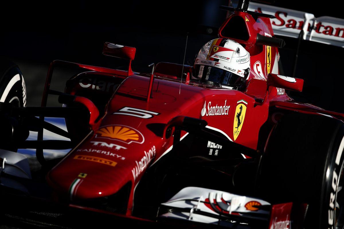 Apróság, de akkor is illegális: a Ferrarinak és a Mercedesnek is módosítania kell