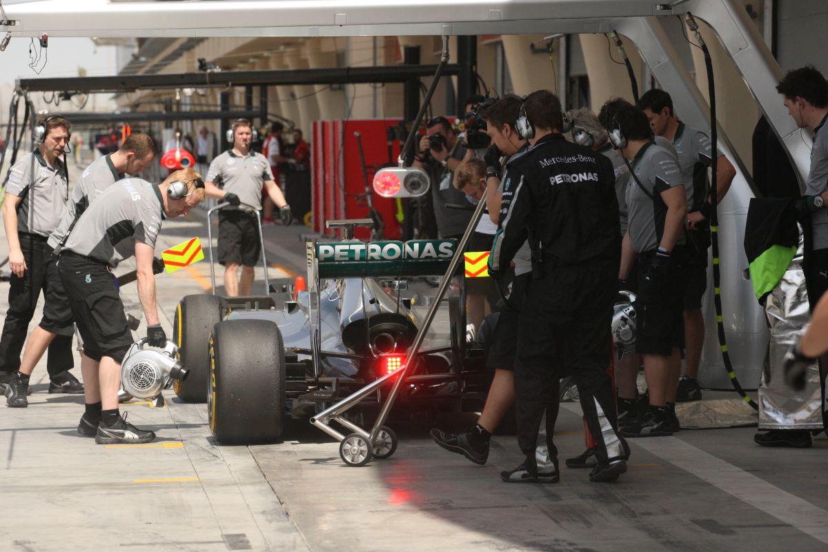 Rosberg és Hamilton is az élen lenne, de várjuk ki a végét