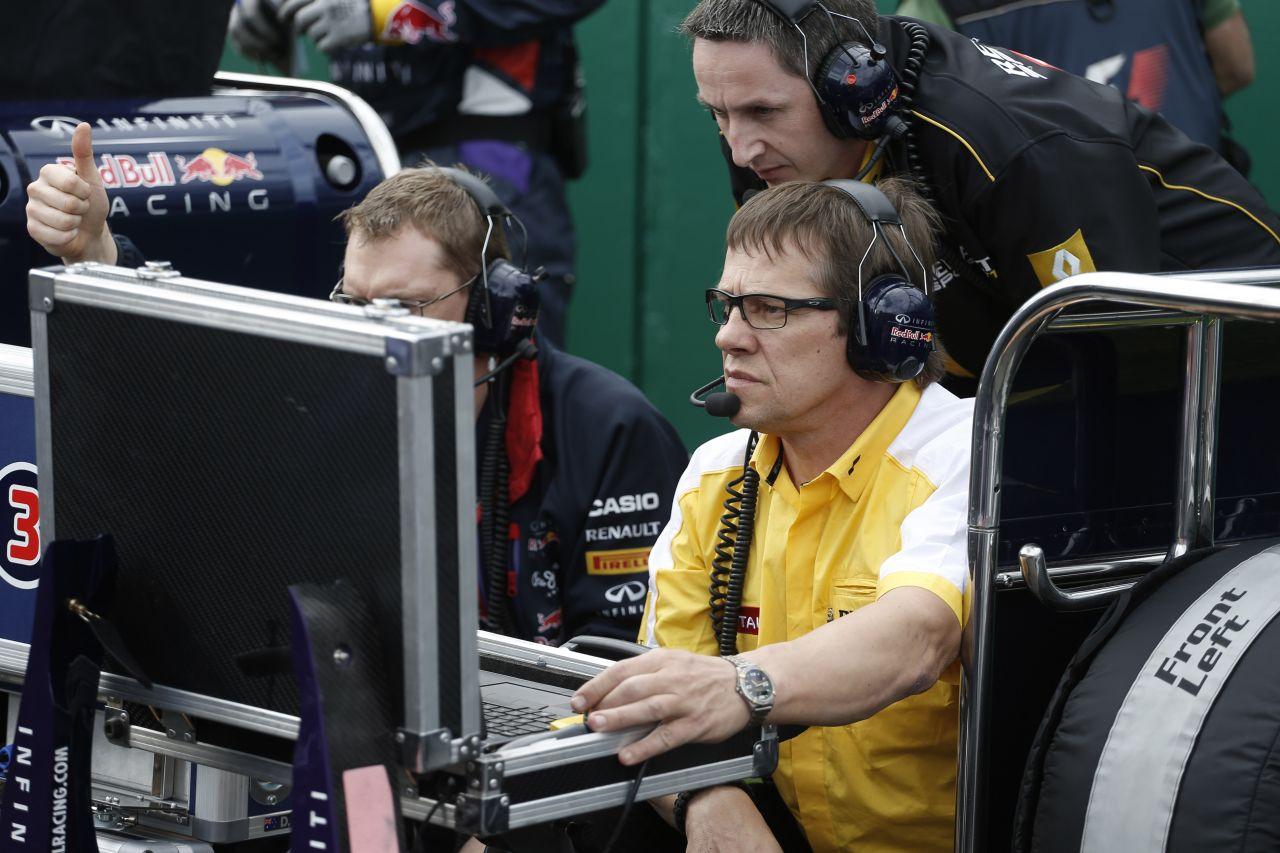 Villeneuve-nek nem tetszik a távvezérléses F1: hol marad a show?