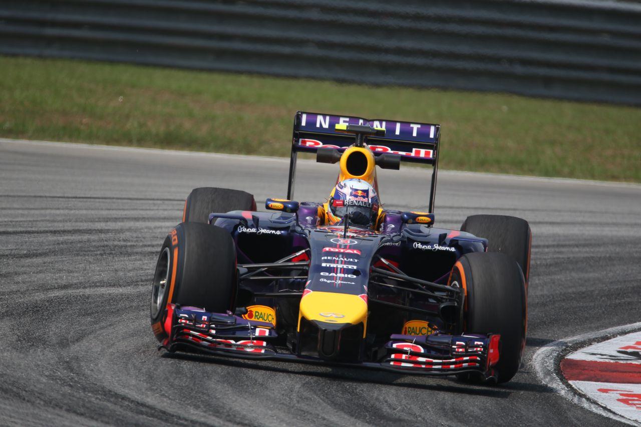 A Red Bullnak ma délelőtt is gondja volt a szenzorokkal: Ricciardo autójában cseréltek