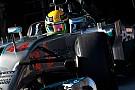 A Mercedes csúnyán rálépett a gázpedálra! Hamilton fölényesen vezet Bahreinben