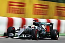 Hamilton deelt de lakens uit in eerste training, crash voor Massa
