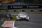 WTCC Moskou: Monteiro domineert natte training